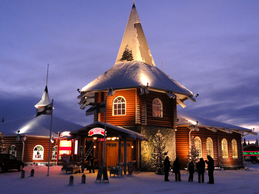 Christmas House In Santa Claus Village Hotel Aakenus